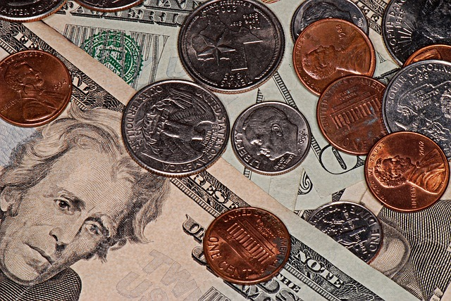dolary, bankovky, mince